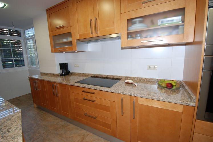 Dise o de cocinas en barrio del pilar madrid madera for Muebles de cocina zona pilar
