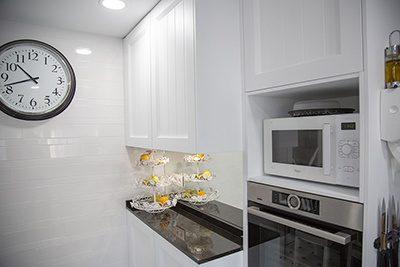 Cocina blanca estilo industrial