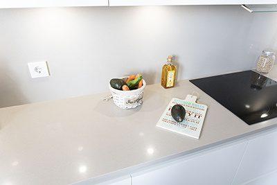 Cocina blanca y moderna ideal para parejas