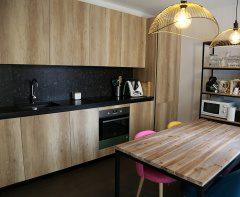 ¿Como combinar la madera en una cocina moderna?