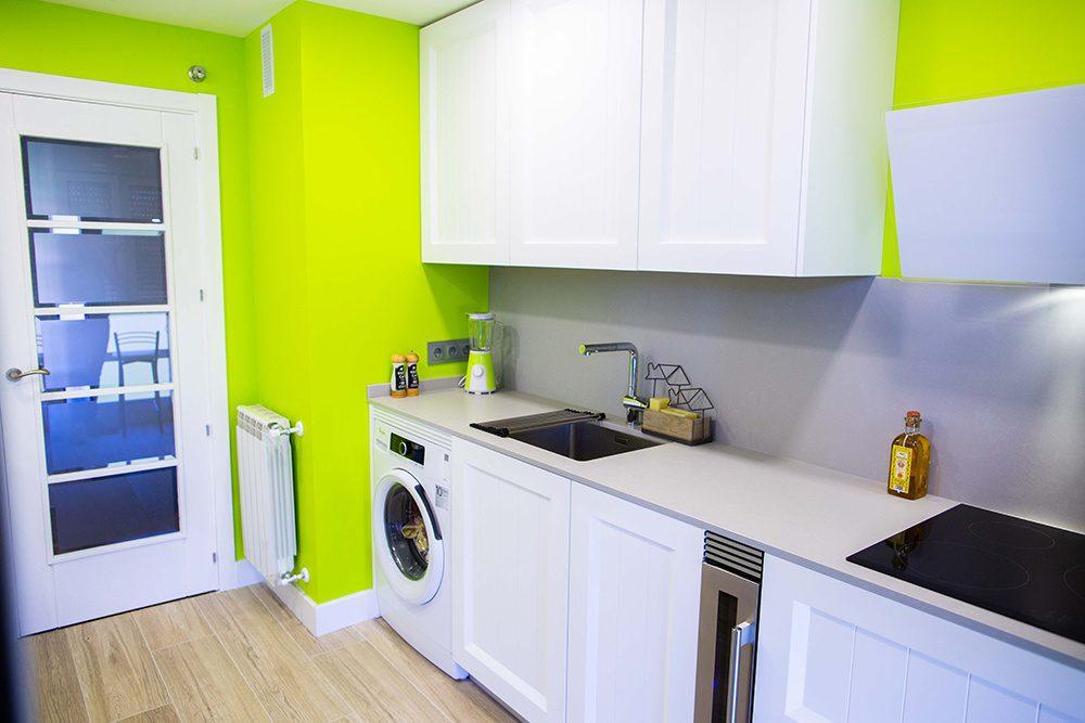 Cocina pequeña, con el espacio muy aprovechado
