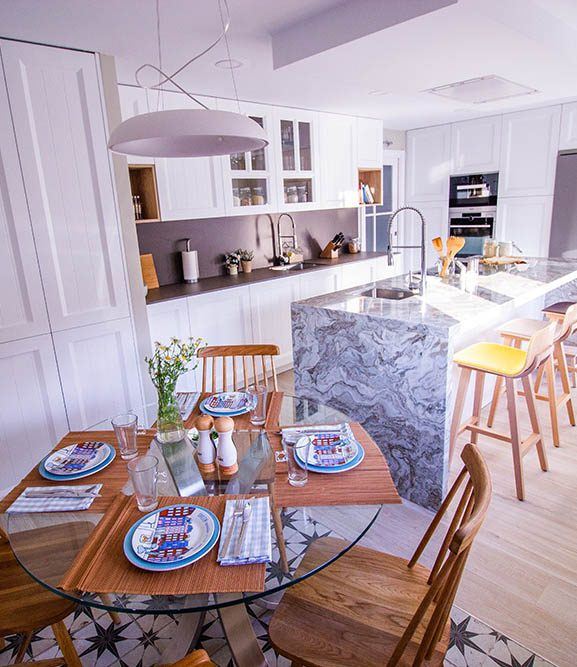 ¡Cocina gigante, blanca y con isla!