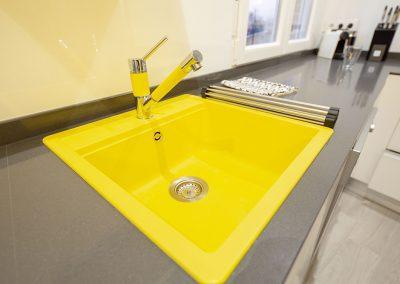 Fregadero amarillo
