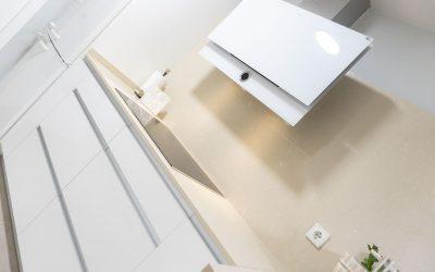 Cocina moderna con el máximo espacio aprovechado