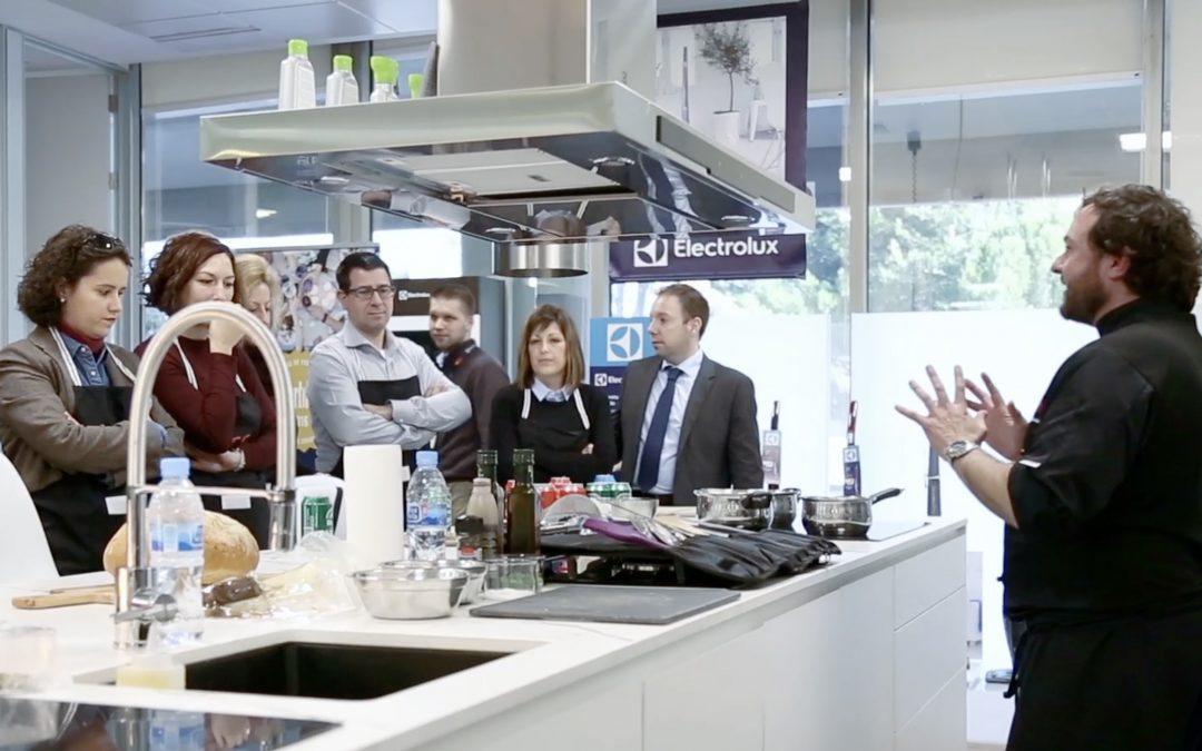 El equipo de Línea 3 Cocinas visita Electrolux