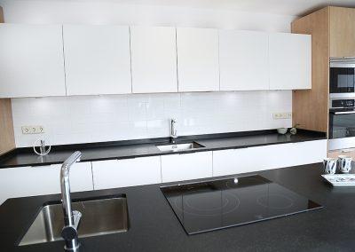 Línea 3 Cocinas Negra Blanca y Roble