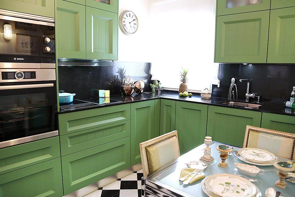 Cocina con muebles verdes ¡Hay vida después de las cocinas blancas!