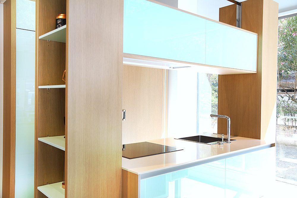 Diseño compacto con una cocina puente
