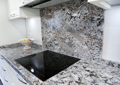 Línea 3 Cocinas Cocina Blanca con Encimera