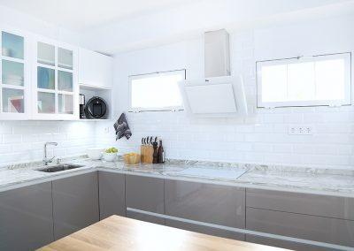 Línea 3 Cocinas Blanco y Topo