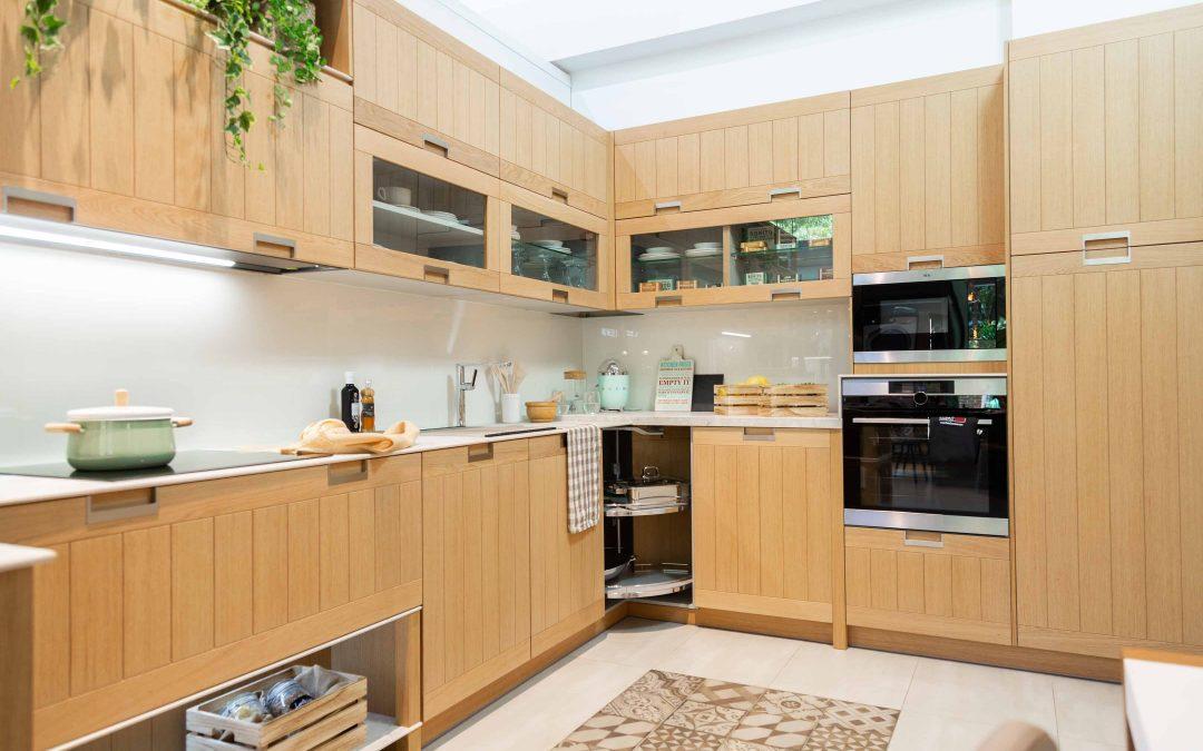 Cocina de exposición: Cocina familiar hecha de madera