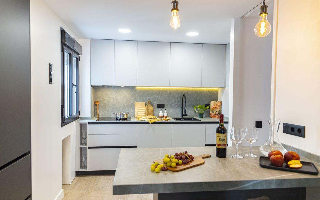 Cocina de diseño abierta con cerrajería ❤️ ¡PRECIOSA!