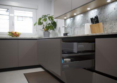 cocina_moderna_abierta_encimera_granito_3