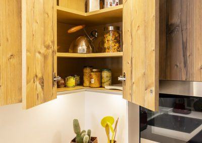 linea3cocinas_cocina_abierta_madera_pino_oscura-0-4