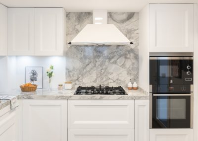Cocina blanca barquillo con encimera portobello-11