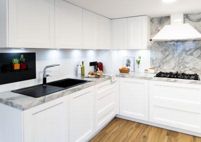 Cocina blanca barquillo con encimera portobello-2