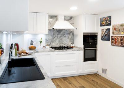Cocina blanca barquillo con encimera portobello-3