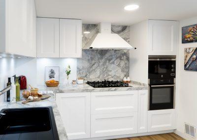 Cocina blanca barquillo con encimera portobello-4