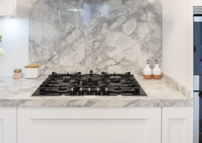 Cocina blanca barquillo con encimera portobello-8