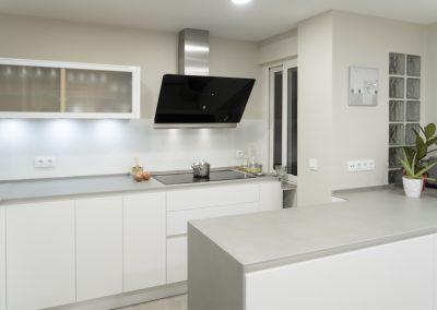 Cocina blanca con peninsula-2