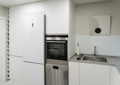 Cocina blanca con peninsula-4