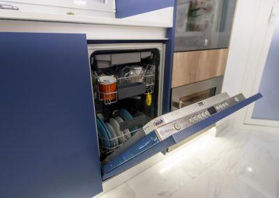 cocina azul lavavajillas integrado
