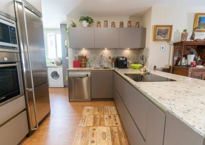 cocina abierta al salon con peninsula-4