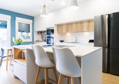 cocina blanca y moderna con isla_4