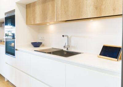 cocina blanca y moderna con isla_5