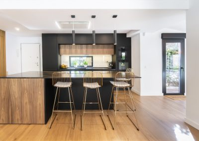 cocina moderna abierta al salon con isla