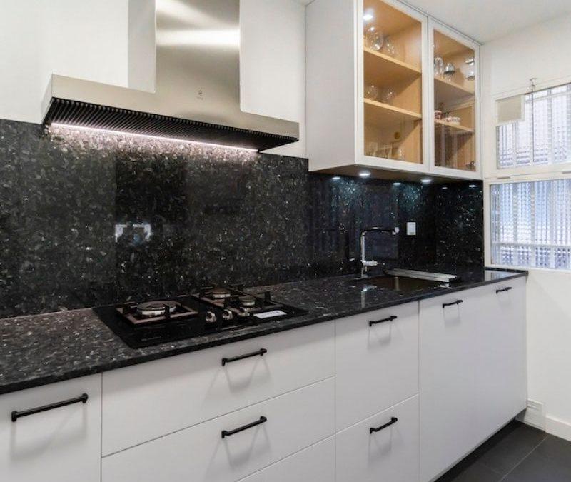 Cocina Pequeña Blanca en L ¡Perfecta para pisos pequeños!