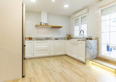 cocina blanca en forma de U (5)