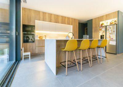 cocina de madera con isla-11