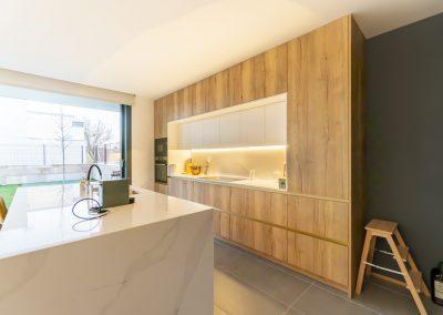 cocina de madera con isla-8