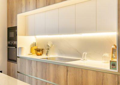 cocina de madera con isla-9
