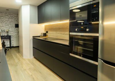 cocina_negra_pasillo_0-11